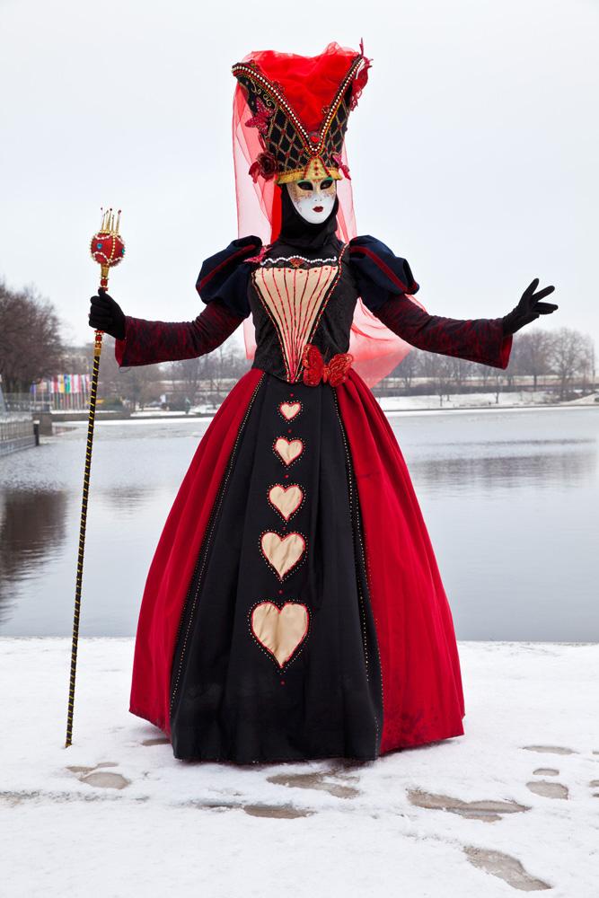Fototour Maskenzauber in Hamburg - Venizianische Masken - Frau in schwarz-rot | Werkstatt Bild und Sprache