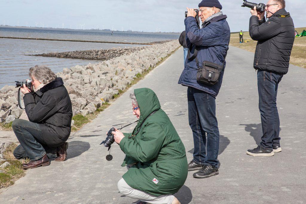 NDR Fernsehteam beim Fotoworkshop im Meldorfer Speicherkoog |  Teilnehmer fotografieren