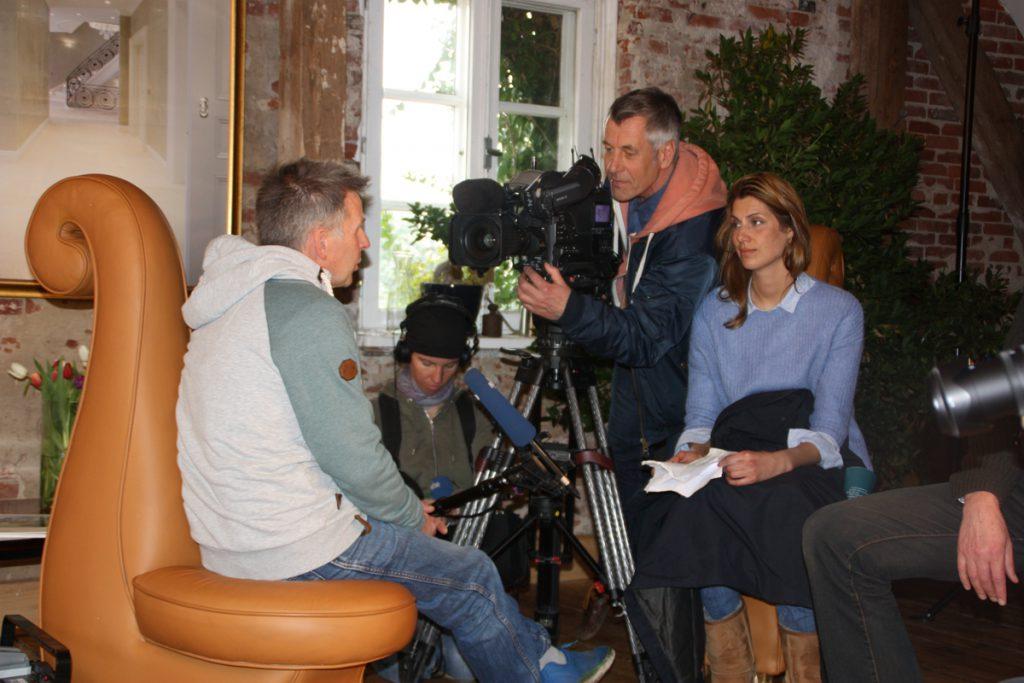 NDR Fernsehteam beim Fotoworkshop im Meldorfer Speicherkoog |  Interview im Fotostudio