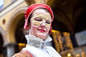 Fototour Maskenzauber Hamburg - Frau mit rotem Lippenstift