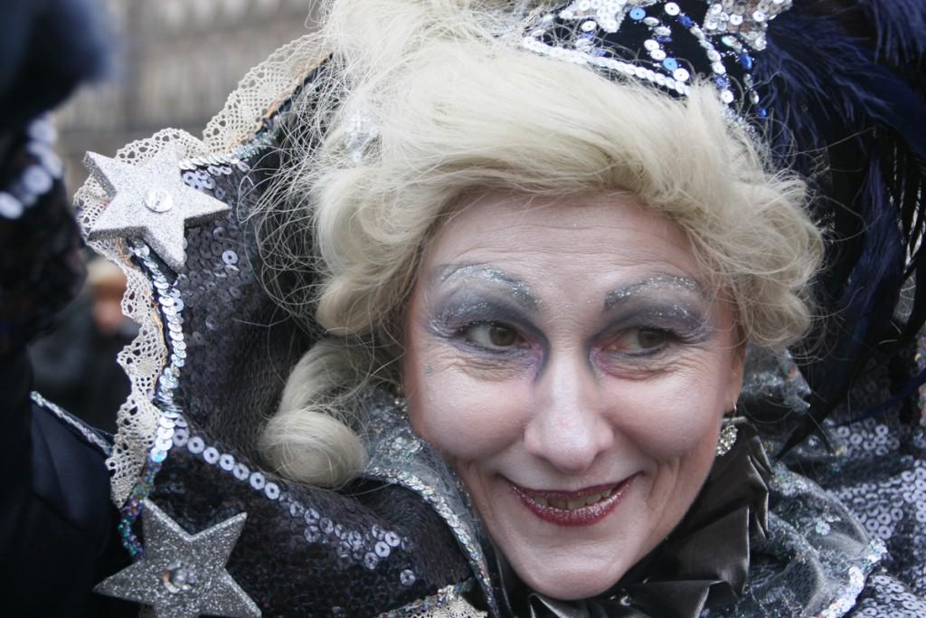 Fototour Maskenzauber in Hamburg - Frau in silber grau